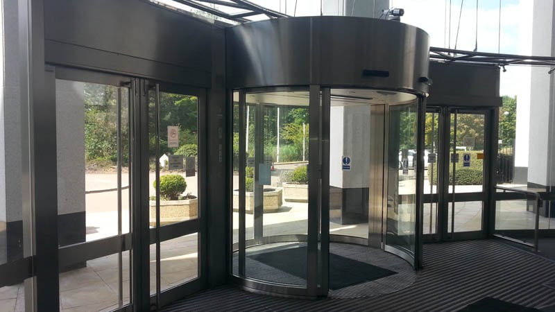 Automatic door servicing with Horton
